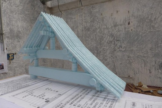 53206d7ec07a802c270004d0_latest-details-released-on-koolhaas-venice-biennale-2014-fundamentals-_2_-_roof_yingzhao_fashi_recreation-530x353