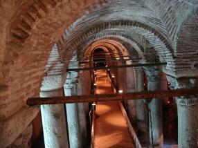 Istanbul_-_01_-_La_cisterna-basilica_dall'ingresso_-_foto_di_G._Dall'Orto,_26-5-2006