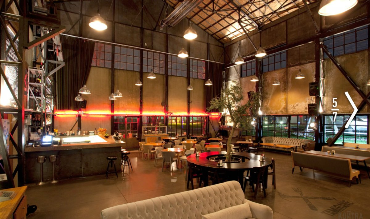 Spacious rustic warehouse industrial cafe interior concept for Industrial interior design lighting