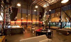 Spacious Rustic Warehouse Industrial Cafe Interior Concept Ideas - Modern Cafe Interiors Design