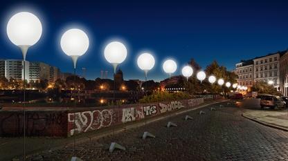 Berlin-Wall-Light-Installation-04