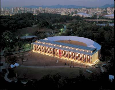 Papertainer Museum | Seoul, Korea | 2006 © Shigeru Ban
