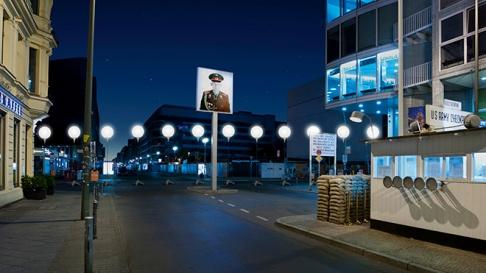 Berlin-Wall-Light-Installation-07