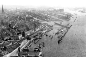 Historic Picture of the Hamburg Harbour1